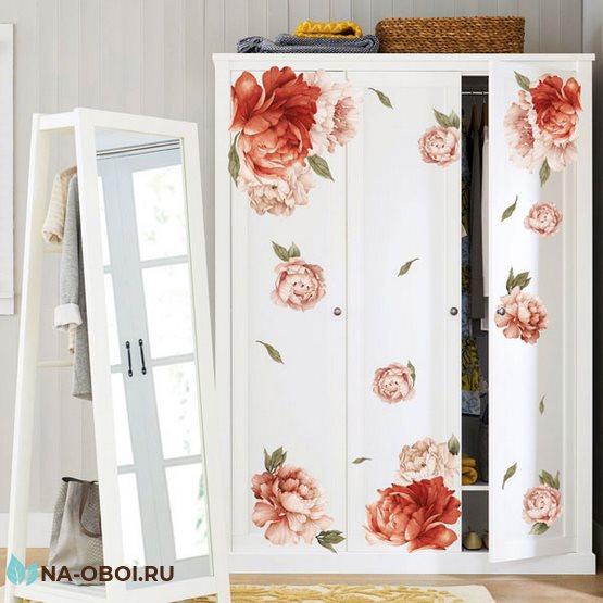 декор дверей шкафа наклейкой с цветами